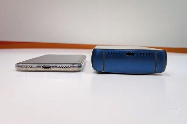 Справжня цеглина: як виглядає Energizer Power Max P18K Pop - фото 310282
