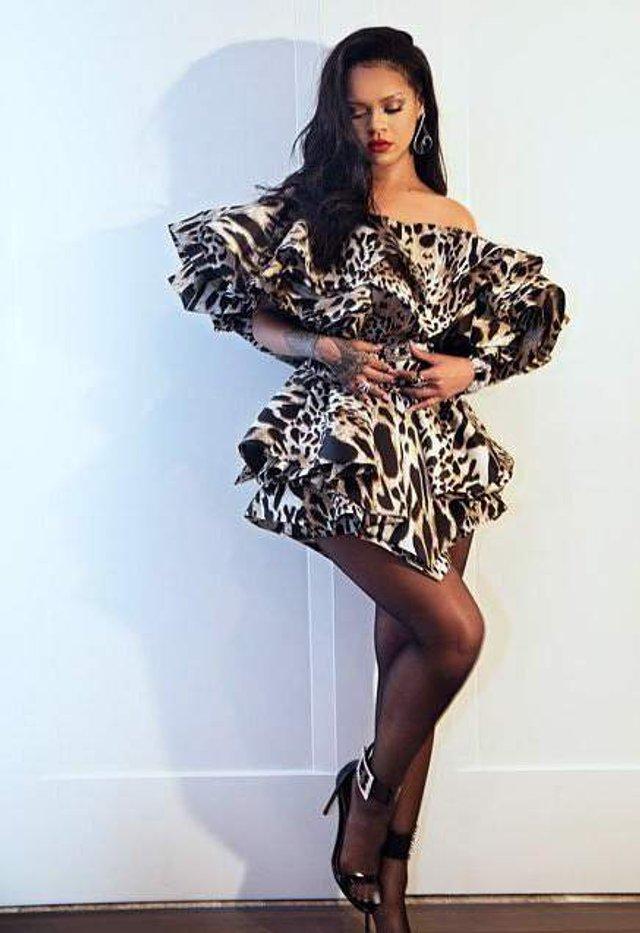 Схудла спокуслива Rihanna показала стрункі ноги - фото 310334