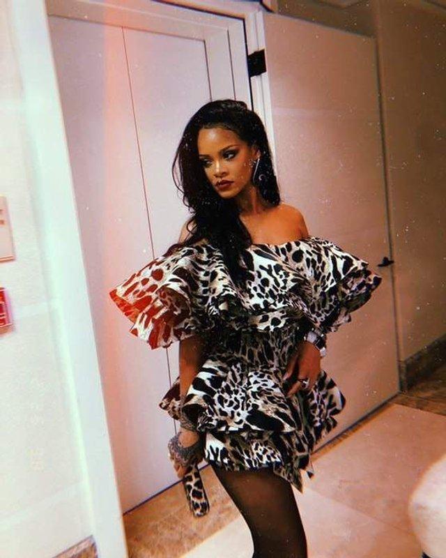 Схудла спокуслива Rihanna показала стрункі ноги - фото 310336
