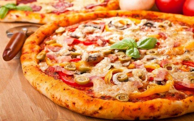 Піца на готовій основі виходить дуже смачною - фото 311915