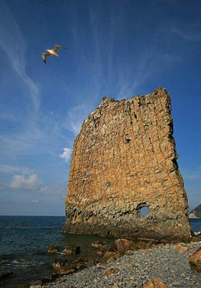 Так виглядають найкрасивіші в світі морські скелі - фото 312506