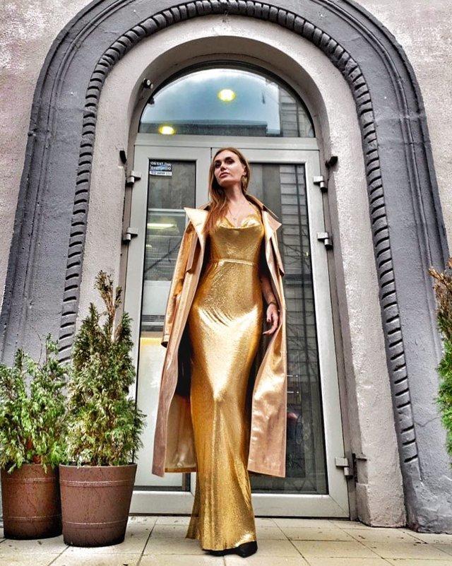 Слава Камінська вирішила несподівано вигуляти золоту сукню - фото 312810