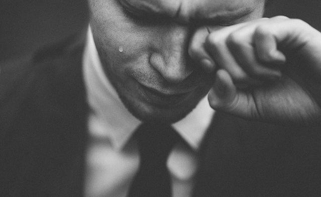 Жінки чи чоловіки: названо, хто важче переживає розрив стосунків - фото 313011
