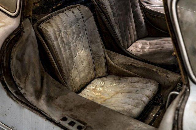 Простояв 60 років: у гаражі знайшли Mercedes-Benz 300SL Gullwing - фото 313940
