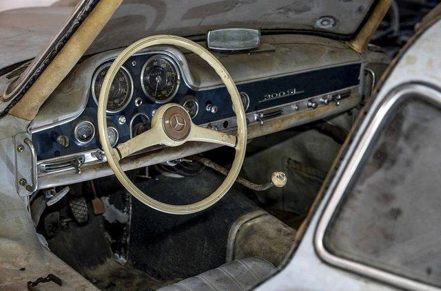 Простояв 60 років: у гаражі знайшли Mercedes-Benz 300SL Gullwing - фото 313944
