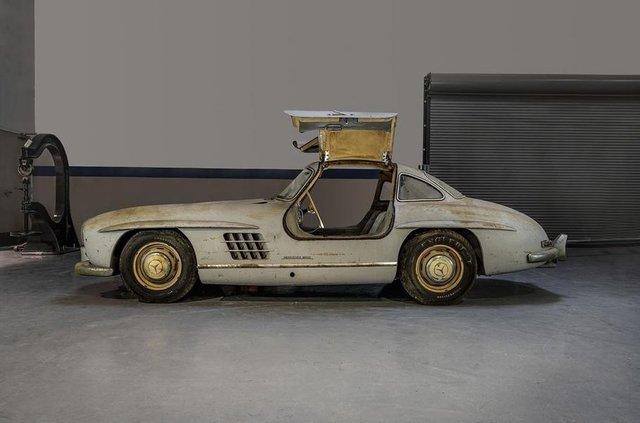 Простояв 60 років: у гаражі знайшли Mercedes-Benz 300SL Gullwing - фото 313945