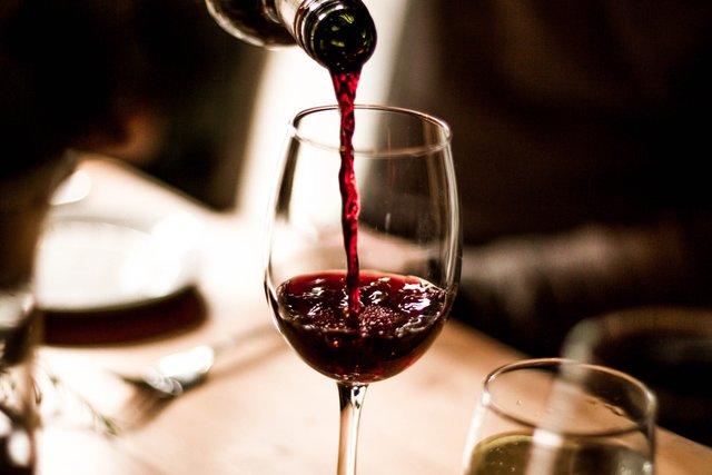 Надмірне споживання вина зробить ваш секс лінивим - фото 314663