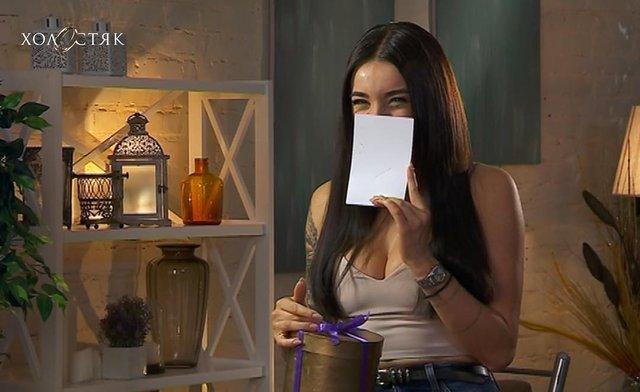 Ольга отримала подарунок від холостяка - фото 314722