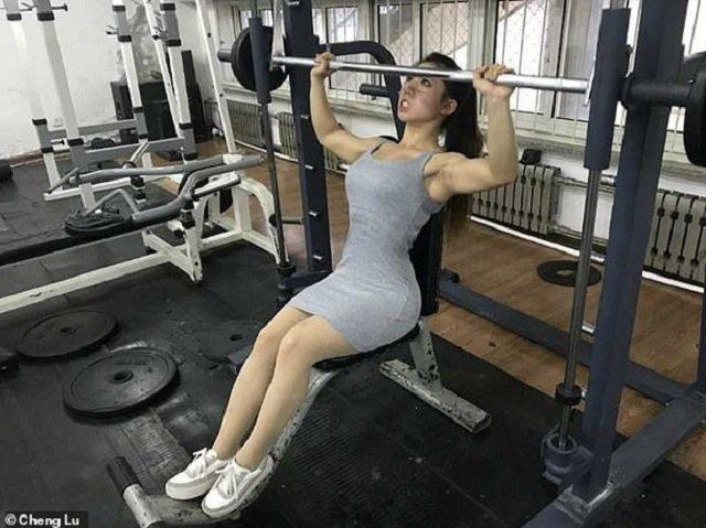 Юна китаянка вразила мережу своїми м'язами: фотофакт - фото 316911