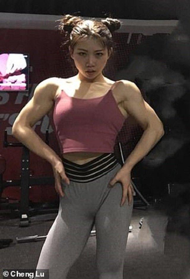 Юна китаянка вразила мережу своїми м'язами: фотофакт - фото 316913