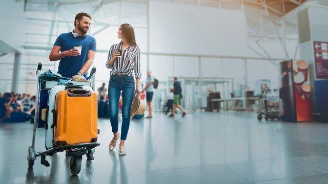 Люди все частіше подорожують з валізами - фото 317433