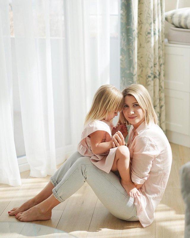 Аніта Луценко поділилась фото з донечкою - фото 317823