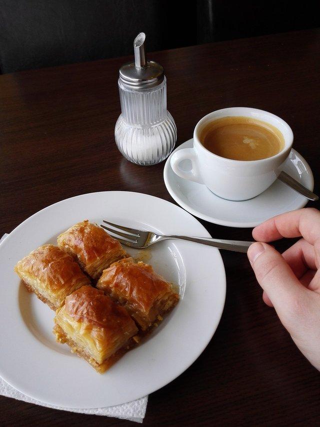 Як приготувати пахлаву вдома: легкий рецепт - фото 317858