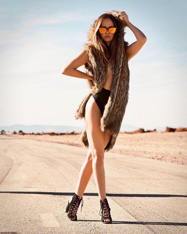 Дівчина тижня: сексуальна та гаряча 'чемпіонка по дурості' Кейтлін Аптон (18+) - фото 317881