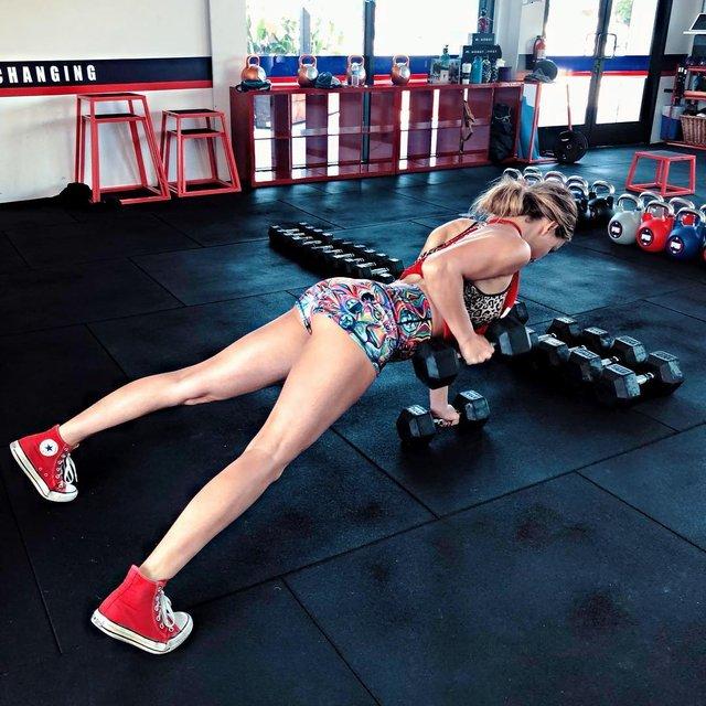 Дівчина тижня: сексуальна та гаряча 'чемпіонка по дурості' Кейтлін Аптон (18+) - фото 317889