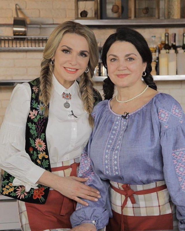 Ольга та Наталя Сумські вітають зі святом сестер і братів - фото 321042