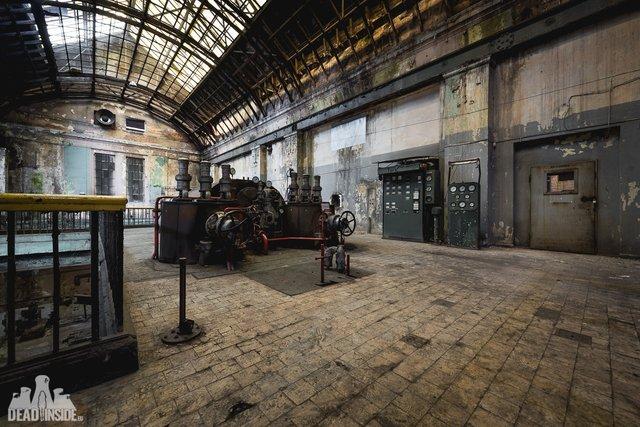 Як виглядає одна із найбільших забутих електростанцій Польщі: вражаючі фото - фото 321316