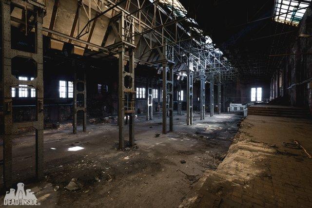 Як виглядає одна із найбільших забутих електростанцій Польщі: вражаючі фото - фото 321324