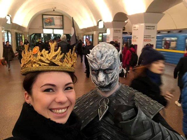 У київському метро помітили білих блукачів з Гри престолів - фото 321406