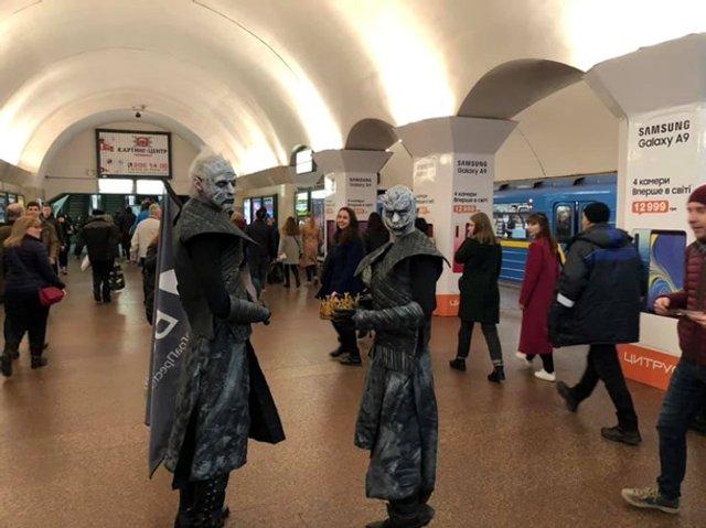 У київському метро помітили білих блукачів з Гри престолів - фото 321407