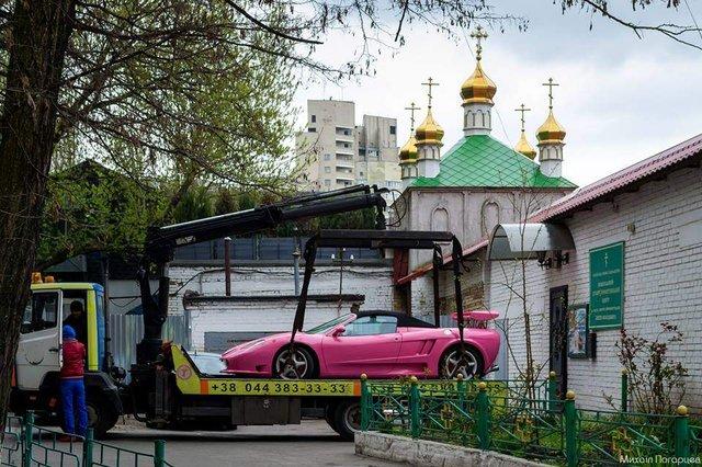 У Києві бачили тюнінгований спорткар на базі Ferrari - фото 321417