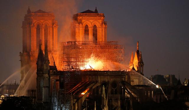 Пожежа в Соборі Паризької Богоматері - фото 321663