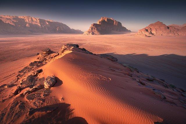 Фотограф показав пейзажі Марсу на нашій планеті: вражаючі кадри - фото 322196