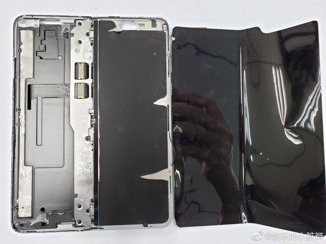 Galaxy Fold розібрали: що виявили блогери всередині смартфона? - фото 322370