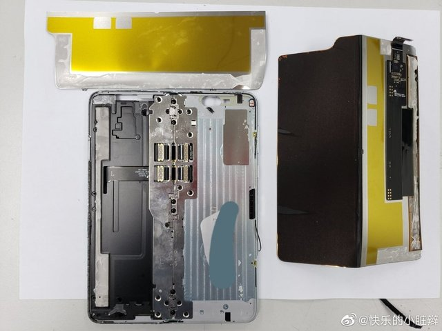 Galaxy Fold розібрали: що виявили блогери всередині смартфона? - фото 322373