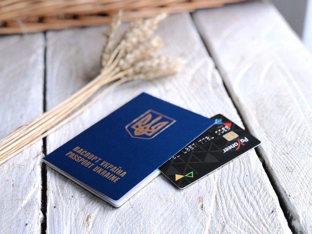 Чотири ситуації, коли не варто розплачуватися карткою - фото 322549