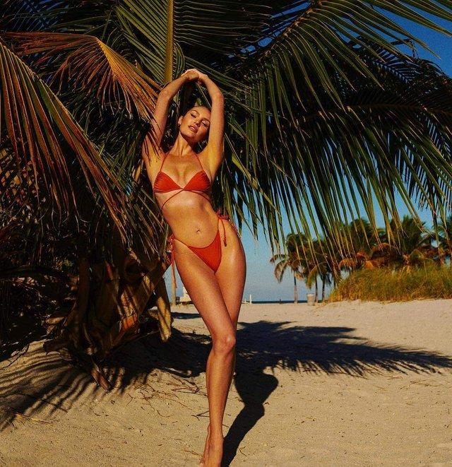 Ангел Victoria's Secret похвалилася стрункою фігурою в бікіні - фото 322603