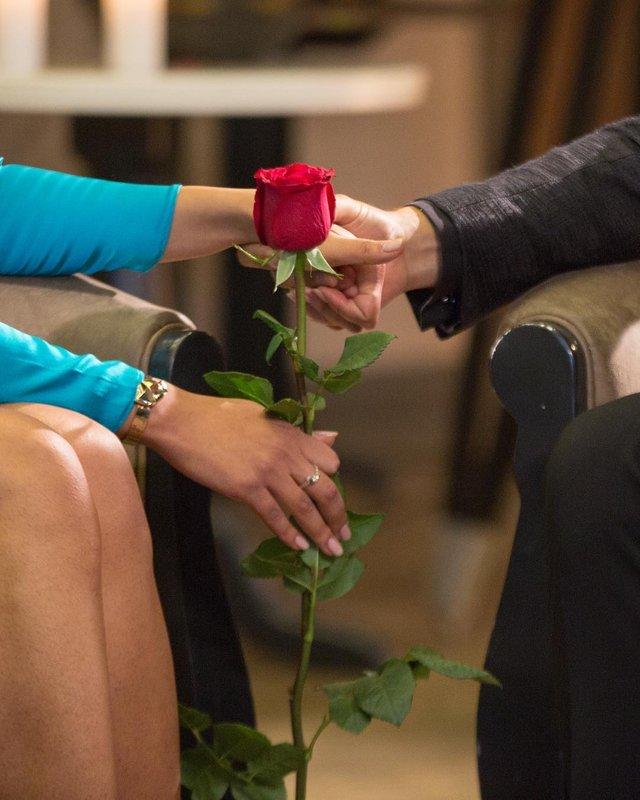 Кому Нікіта вручив троянди - фото 322621