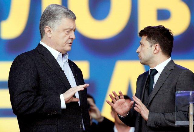 Порошенко несподівано прийшов на сцену Зеленського: перше рукостискання кандидатів - фото 322652