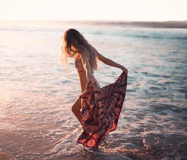 Зваблива краса: фотограф показує розкішних дівчат на пляжах (18+) - фото 322856