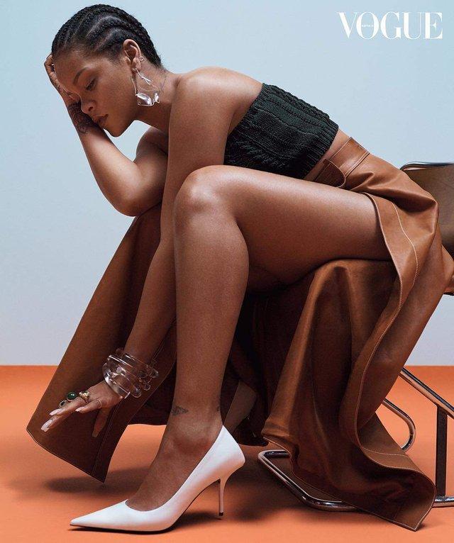 Rihanna показала апетитні форми на знімках для Vogue - фото 322994