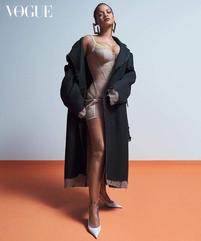 Rihanna показала апетитні форми на знімках для Vogue - фото 322995