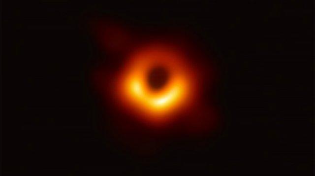 Вчені обрали ім'я для першої сфотографованої чорної діри в історії людства