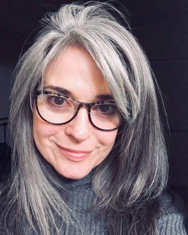 Новий тренд: чому жінки перестали зафарбовувати сивину - фото 323448