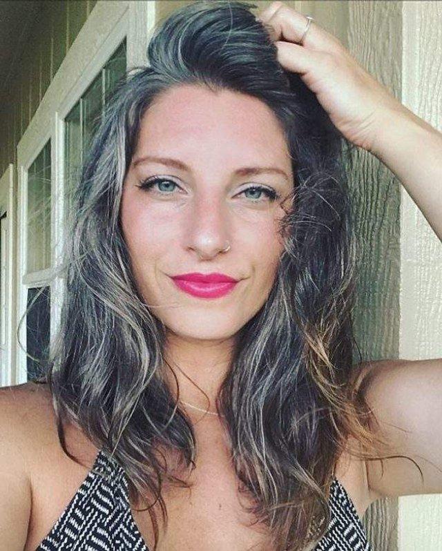 Новий тренд: чому жінки перестали зафарбовувати сивину - фото 323450