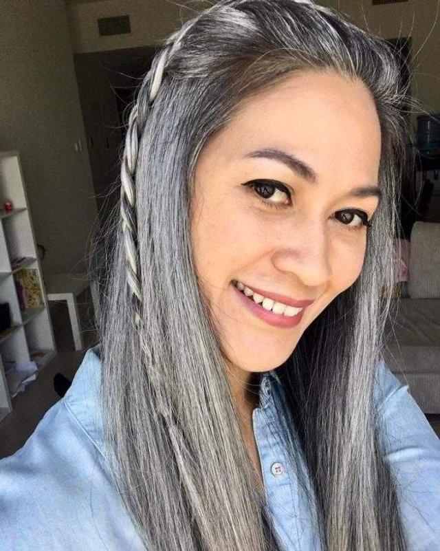 Новий тренд: чому жінки перестали зафарбовувати сивину - фото 323452