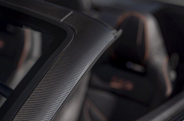 Представлений найшвидший відкритий Aston Martin в історії - фото 323639