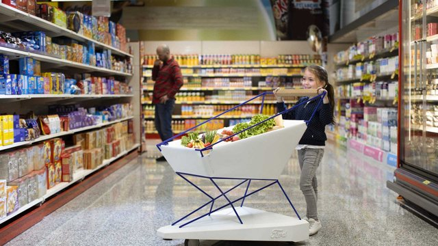 Колиска, ліжко, а тепер візок для супермаркету: Ford не перестає вражати - фото 324029