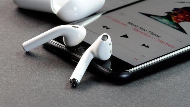 Скоро Apple може показати нові AirPods - фото 324041