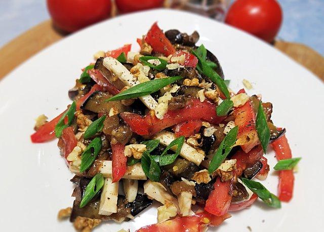 Салат з баклажанами і помідорами  - фото 324057