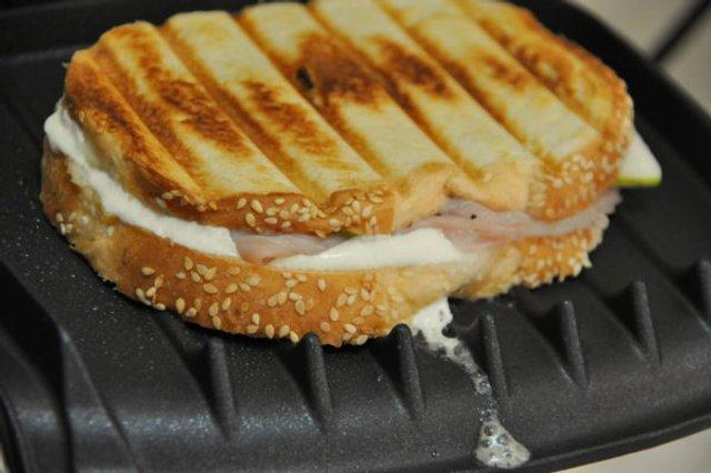 Гарячі бутерброди на природі  - фото 324059