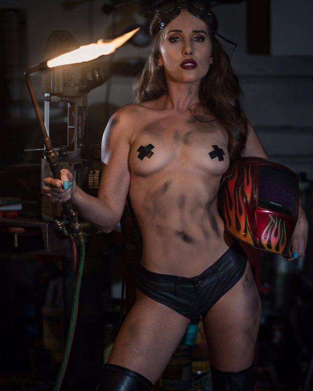 Дівчина тижня: гаряча модель Мелісса Лорі, яка популярна своєю відвертістю (18+) - фото 324431