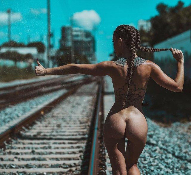 Дівчина тижня: гаряча модель Мелісса Лорі, яка популярна своєю відвертістю (18+) - фото 324443