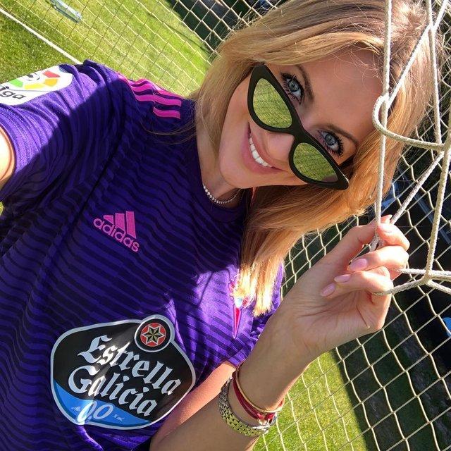 Спокуслива вболівальниця: Леся Нікітюк показала яскраві знімки з Іспанії - фото 325366