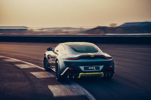Aston Martin випустив особливу версію популярного купе Vantage - фото 325443