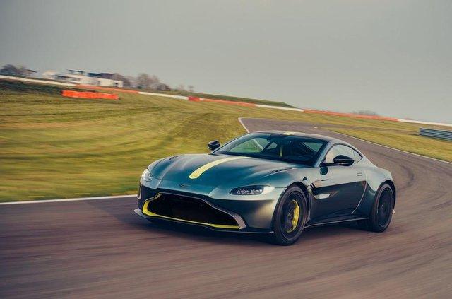 Aston Martin випустив особливу версію популярного купе Vantage - фото 325446